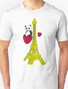 Panda takes a visit to the eiffel tower T-Shirt
