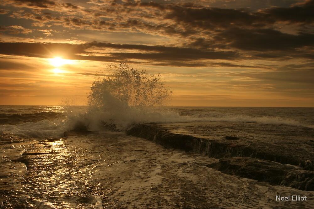 Wavebreak #2 by Noel Elliot