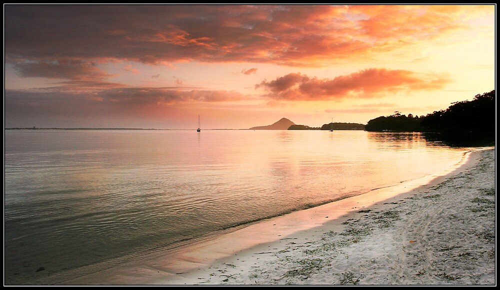 Corlette Beach, Nelson Bay by RailDen