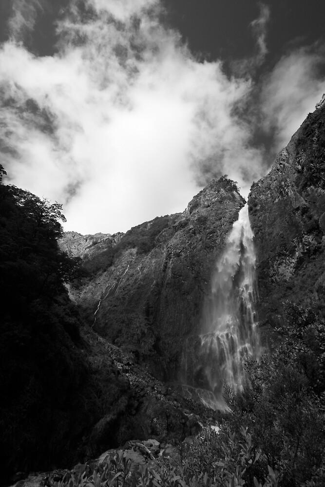 Devils Punchbowl waterfall by bevan