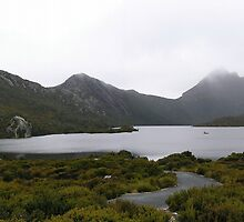Cradle Mountain in clouds... by Lisa Pugliese
