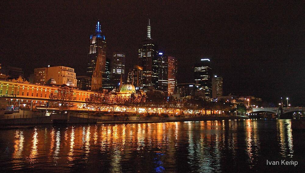 Flinders St lights by Ivan Kemp