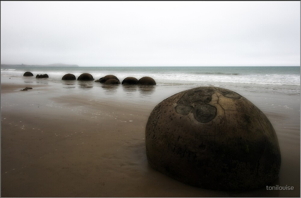 Moeraki Boulders by tonilouise