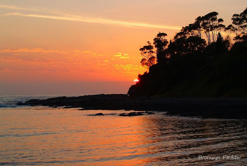 Sunrise at Batemans Bay NSW by Bronwyn  Faulder