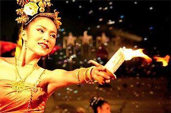 thai dance by huekoe