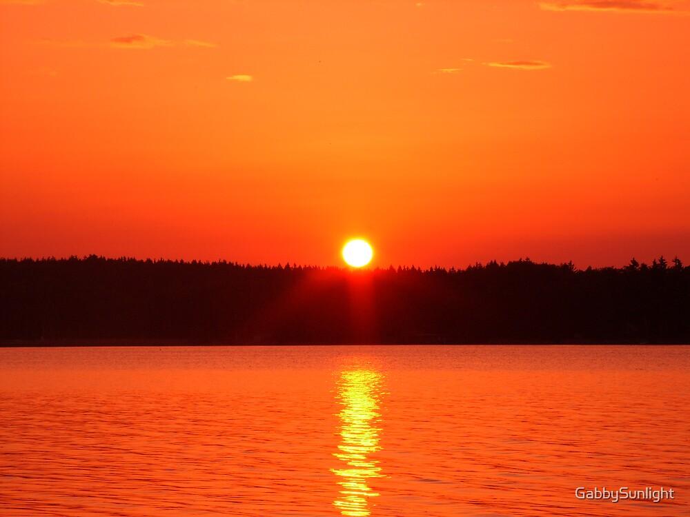 Sun going down by GabbySunlight