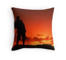 Awaiting the sun Throw Pillow