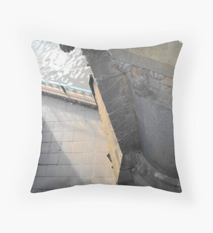 cul de sac Throw Pillow