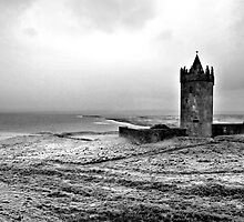 Tower at Doolin, Ireland (b/w) by ThomasMaher