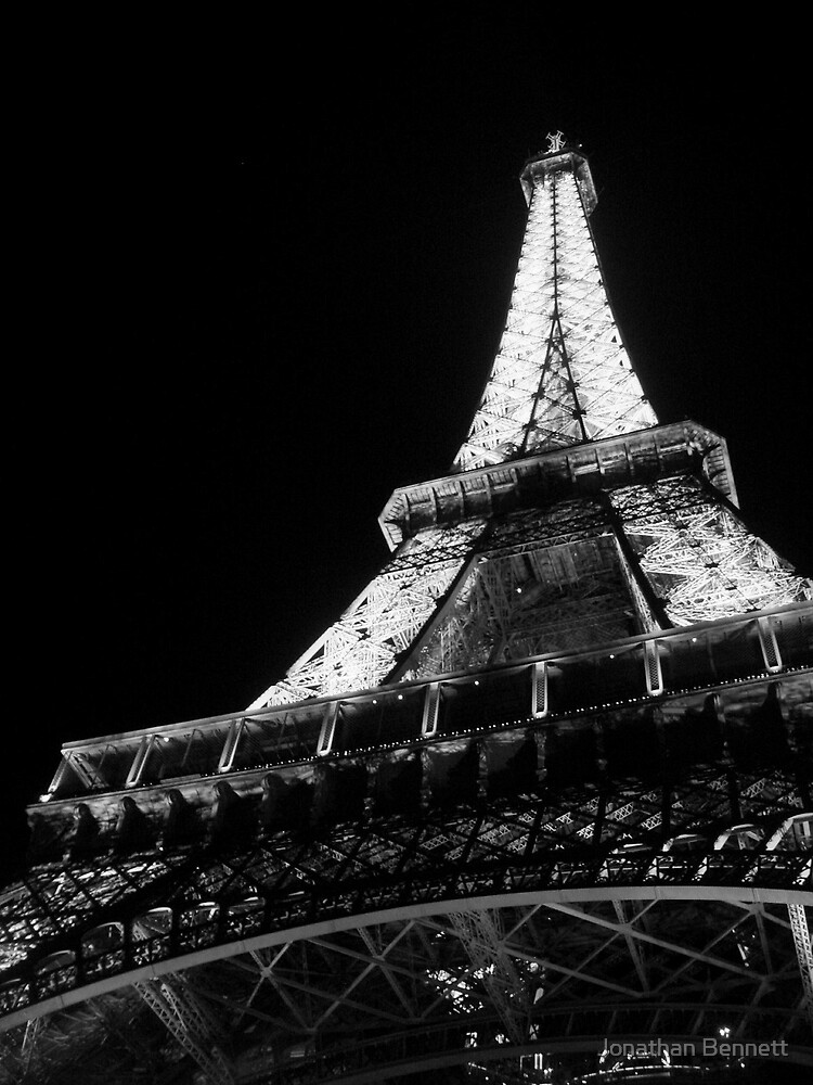 Eiffel Tower (Black & White) by Jonathan Bennett