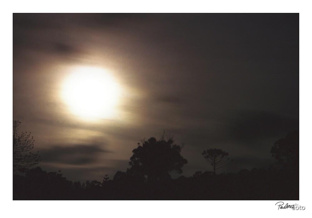 Moon Rising 2 by Paul Cotelli