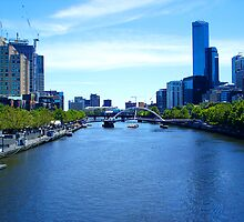 a 2004 view of Melbourne along the Yarra by Leone Fabre