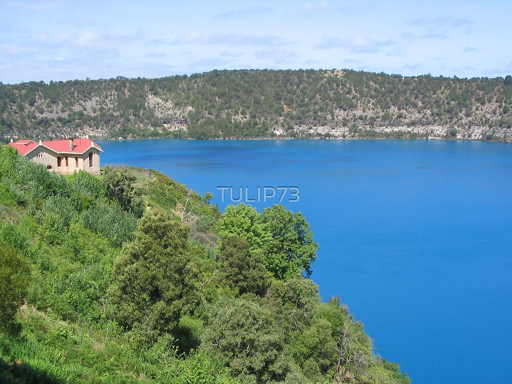 BLUE LAKE OF MOUNT GAMBIER.2 by TULIP73
