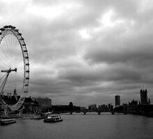 London - Enbankment by Luke Price