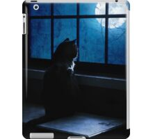 Black Minnaloushe watches the Moon iPad Case/Skin