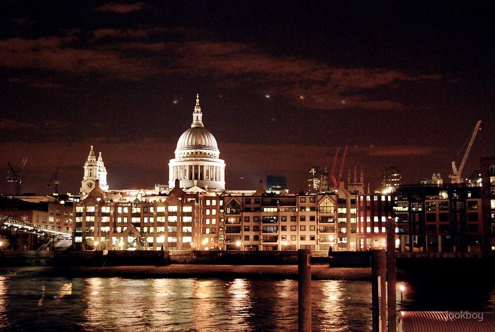 St Paul's Cathedral - At Night by jookboy