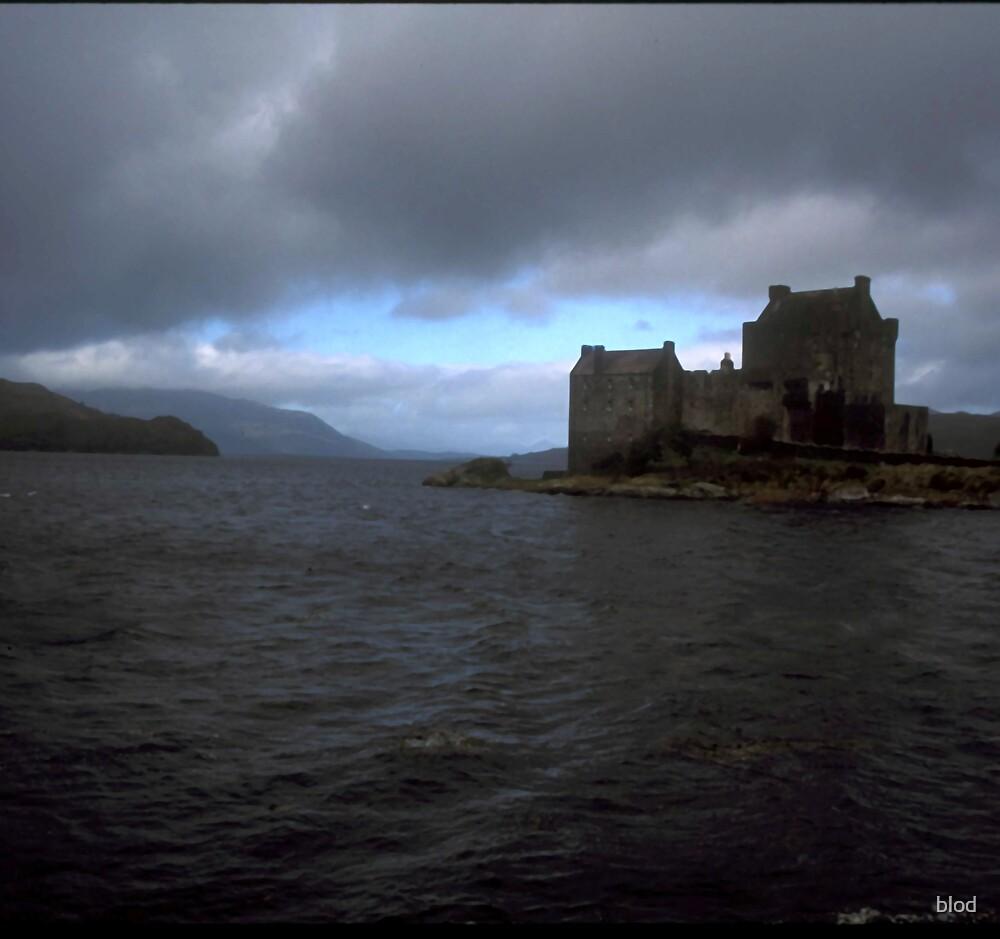 Eilean Donan Castle by blod
