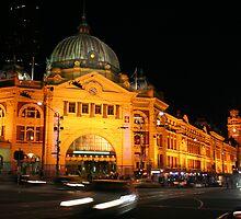 Flinders Station Melbourne by kmlevis