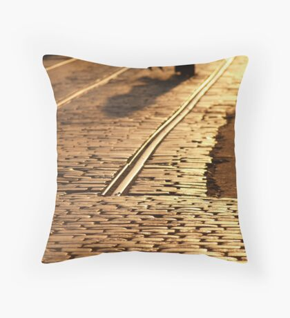 D E R A I L -- C I TY L I G H T S Throw Pillow