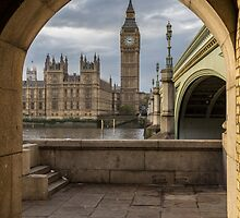 Big Ben framed by arch by alan tunnicliffe