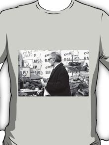 Collector, On the Way to M.Cartier Bresson Paris 1975 17 (b&n)(h) by Olao-Olavia par Okaio Création T-Shirt