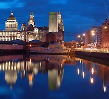 Albert Dock at night, Liverpool by Manuel Gonçalves