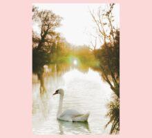 Summer Swan on the Thames  Kids Tee