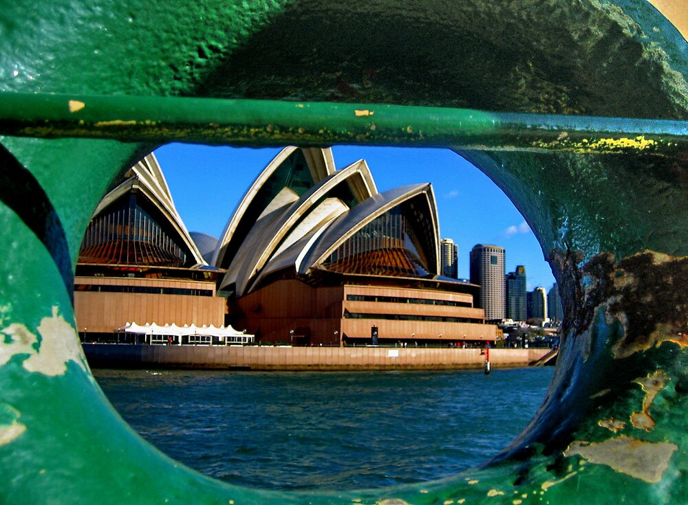 FERRY EYE VIEW, OPERA HOUSE by CRSPHOTO