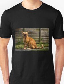Adorable cat yawning T-Shirt