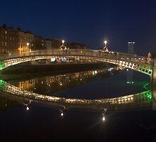 Ha'penny Bridge Dublin by joeleddy