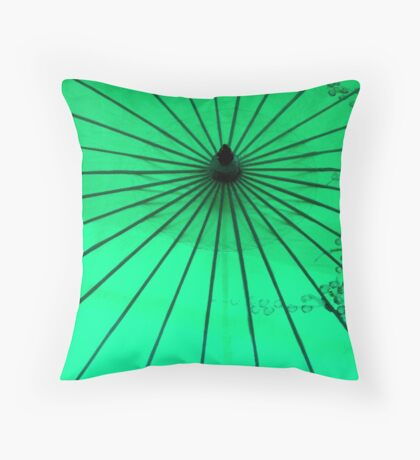 Un  parasol de papier ^ Throw Pillow