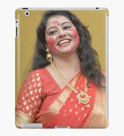 A Sexy Bengali Woman Smiling in Red Saree During Durgapuja iPad Case/Skin