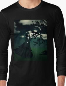 Woman in black Long Sleeve T-Shirt