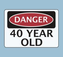 DANGER 40 YEAR OLD, FAKE FUNNY BIRTHDAY SAFETY SIGN T-Shirt