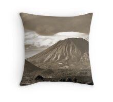 Volcán San Cristóbal, Nicaragua Throw Pillow
