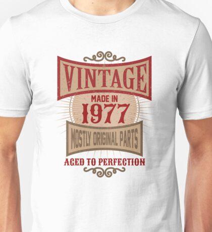 Vintage Made In 1977 Retro 40th Birthday Gift Unisex T-Shirt