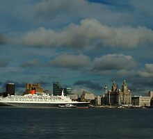 THE QE2 VISITS LIVERPOOL FOR THE LAST TIME-2 by PhotogeniquE IPA