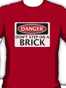 DANGER DON'T STEP ON A BRICK FAKE FUNNY SAFETY SIGN SIGNAGE T-Shirt