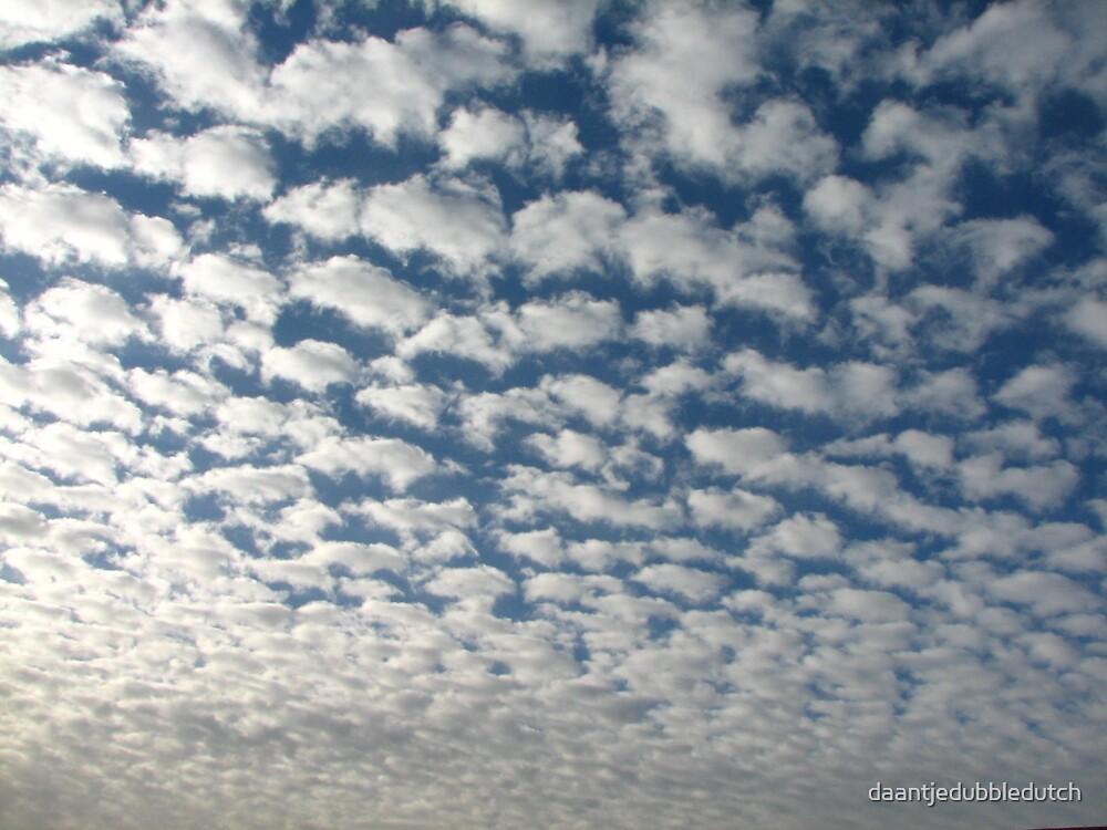 a lott of clouds... by daantjedubbledutch