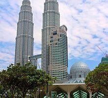 Mosquee & Twin Towers - Kuala Lumpur, Malaysia. by Tiffany Lenoir