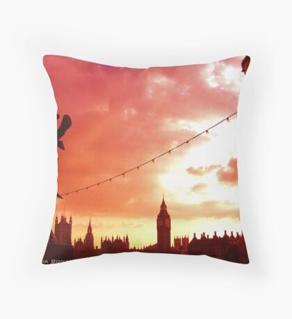 London on acid Throw Pillow