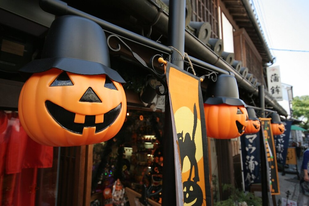 Halloween decorations - Kurashiki  by Trishy