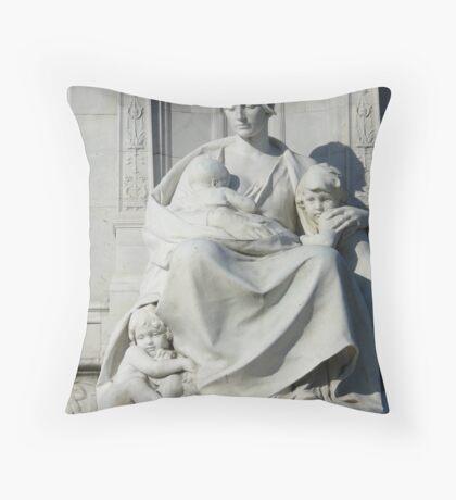 Victoria Memorial statue Throw Pillow