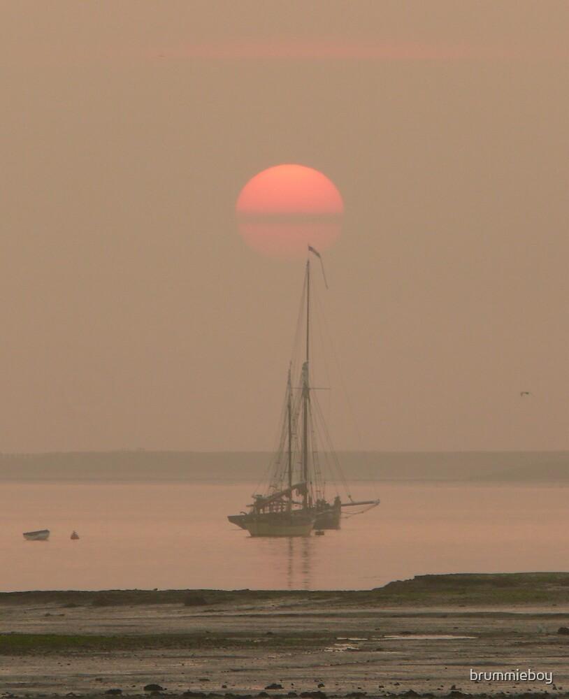 Subtle sunrise by brummieboy