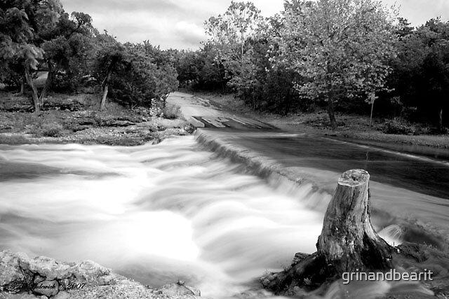 B/W Rushing Water by grinandbearit