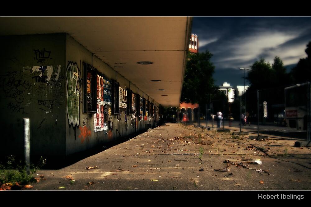 Past People of Berliner Platz by Robert Ibelings