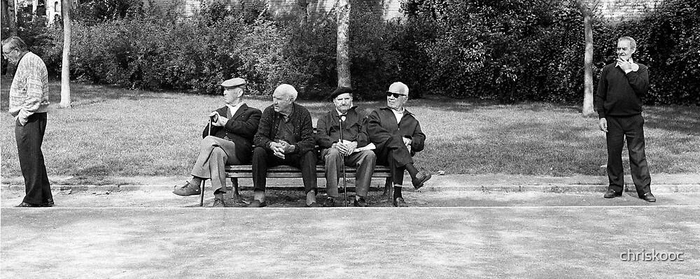 Men in the park - Barcelona, Spain by chriskooc