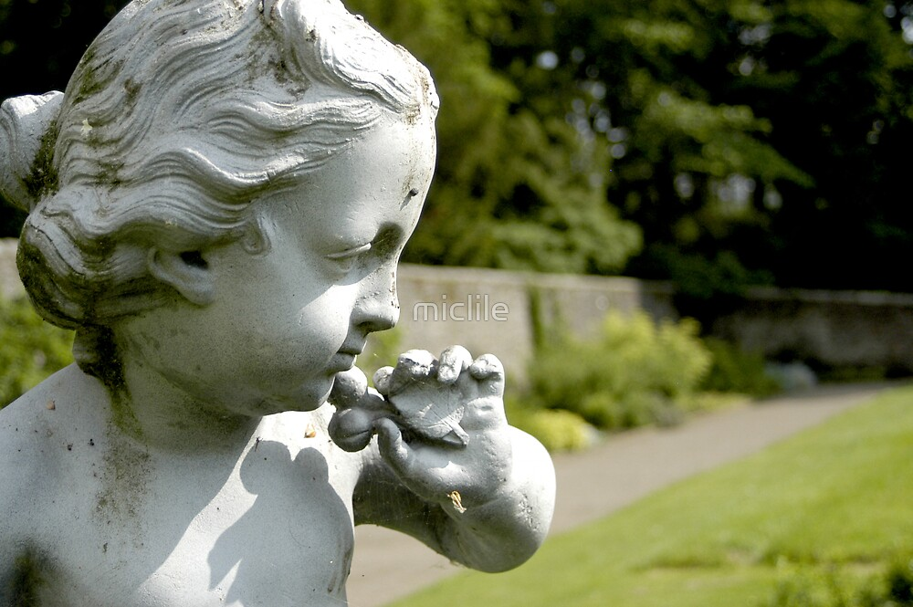 Cherub at Blair Castle by miclile
