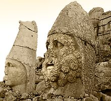 MOUNT NEMRUT by louise