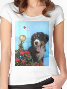 Puppy with its Christmas tree Women's Fitted Scoop T-Shirt